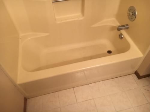 06 Bathroom Before